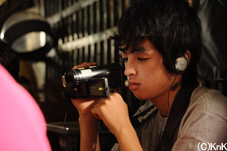 カメラを構える岩沢壮太君