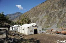 山岳地域に設置されたテント