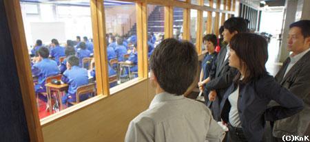 釜石東中学校の生徒が間借りして授業を行なっている釜石中学校での授業風景