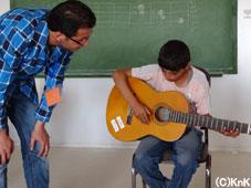 ギターを手にして満足