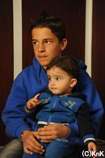 ジャミールの弟のイズラヒムは、 キャンプの中で生まれた