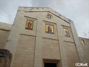 アルザリア村にある教会。旅行者がよく訪れる。