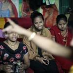 歓楽街で働く少女たち。「社会が必要とするからこの仕事をしているの」(ダッカ郊外)