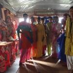 KnKの縫製訓練センターでミシンの訓練を受けている女性たち。
