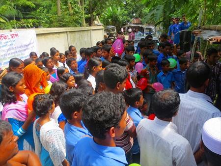 オープニングセレモニーに集まってくれた村人たち