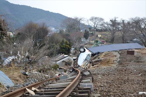 2011年3月:三陸鉄道大船渡線のレール(大船渡市)