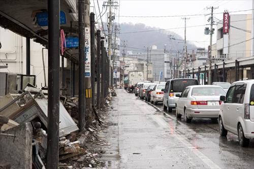 2011年4月:商店街も被災し信号も機能していない(釜石市)