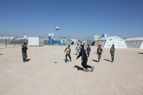 サッカーを楽しむ子どもたち