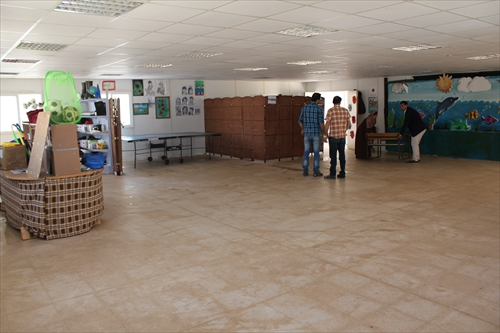 冬の間にたまった砂埃を一斉に掃除して、教室も気持ちもさわやかになりました。