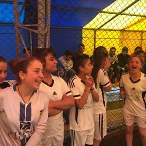 笑顔でスポーツを楽しむ避難民の子どもたち