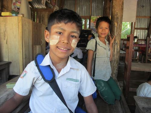 シエン君(11歳)家庭の事情から学校を休みがち。まだ1年生
