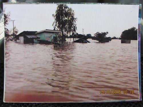 学校全体が洪水に襲われました