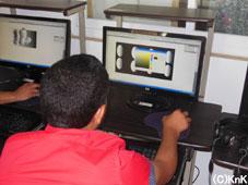 コンピュータグラフィックの授業、好きな形、好きな色をコンピューターで表現