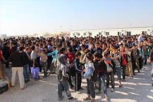 学校が開校されて直後、授業を待つ沢山の生徒(2012年)