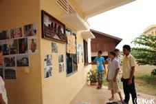 若者の家の壁に写真を展示しました