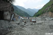 かつてここにはマーケットがあったそうだ。 今は岩や石が埋め尽くしている。