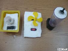 番組でも紹介した、手製のミキサー、 扇風機、洗濯機のミニ版(左から)
