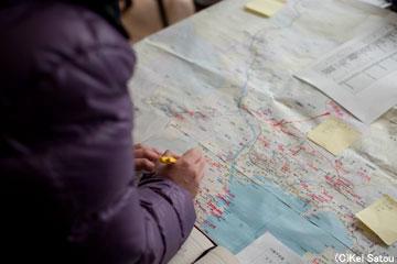 現状の把握に務める。陸前高田市内には80以上の避難所がある。