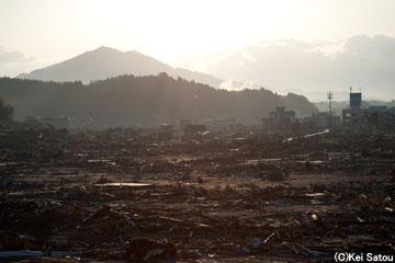 空爆を受けたかのような光景。命は欠片も見当たらない。
