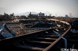 津波の力は強固な鉄も大きく捻曲げた。