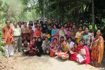 活動をサポートしてくれている村人たちと組合員