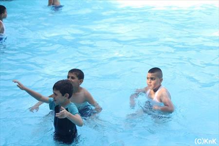 暑い夏ですから、遠足でのプールは大人気です。