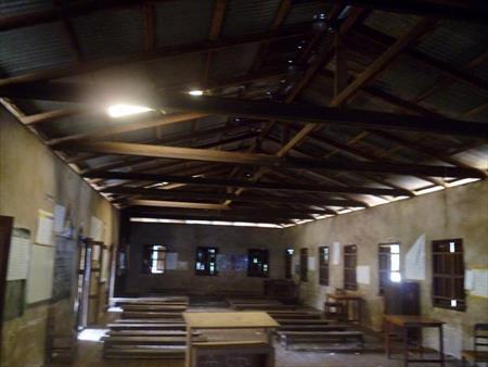 穴の開いた屋根(天井なし)