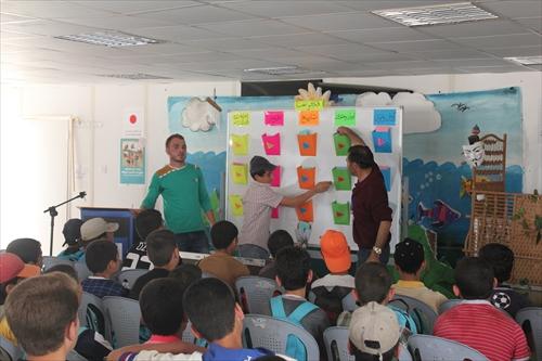 アラビア語の知識クイズを行っている作文の授業
