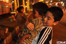 子どもたちを抱っこすると、とてもよろこんでくれました!