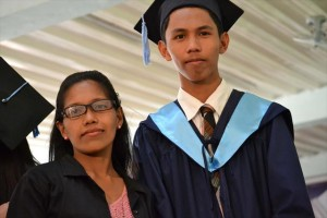 大学の卒業式でのジョナサン(2013/当時21歳)