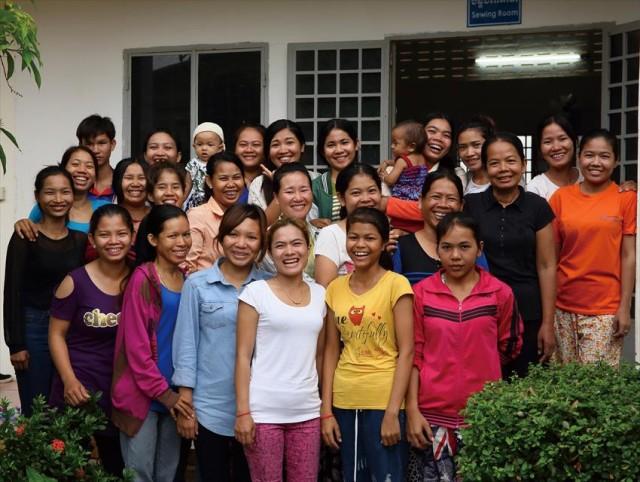 KnKの支援の下、経済的自立を目指すカンボジアの女性たち©Atsushi Shibuya